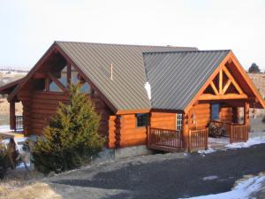 Log Cabin Retreat at Marshview